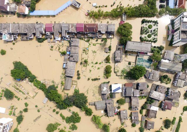 中国、江西省の浸水被害に見舞われた村(2020年7月13日)