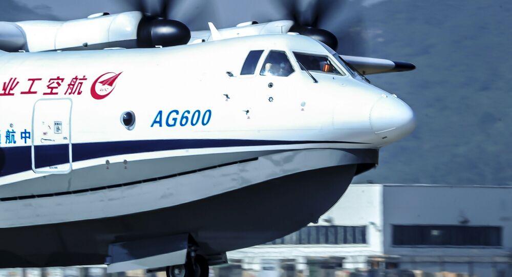 世界最大の水陸両用飛行機 海上からの初の離陸を実施【動画】