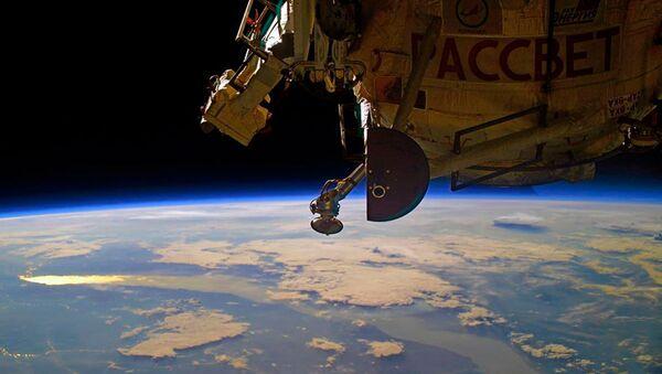 ISS内の空気漏れ 亀裂の幅は髪の毛の太さに相当 - Sputnik 日本