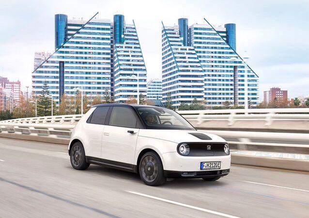 ホンダ初の量産型電気自動車、10月30日に発売