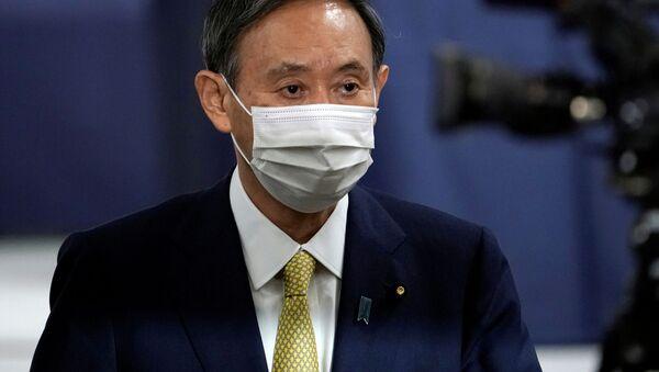 Генеральный секретарь Кабинета министров Японии Есихидэ Суга во время выборов  - Sputnik 日本
