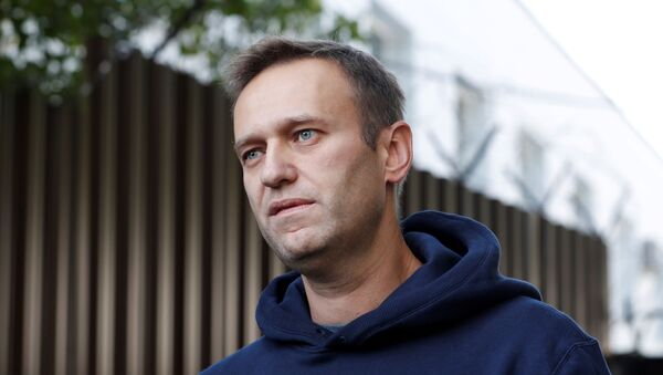 Блогер Алексей Навальный во время интервью после освобождения из следственного изолятора в Москве - Sputnik 日本