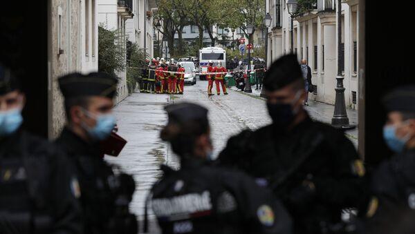 Ситуация у бывшего офиса французского сатирического журнала Charlie Hebdo в столице Парижа, где мужчина с ножом ранил нескольких человек - Sputnik 日本