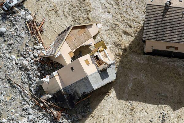 フランス南東部サン=マルタン=ヴェジュビーで洪水被害に遭った国家憲兵隊本部(2020年10月3日) - Sputnik 日本