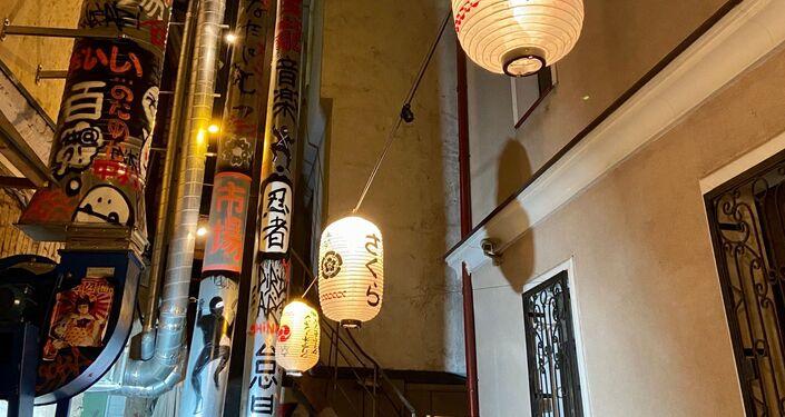 日本の飲み屋街にありそうな風情のある提灯
