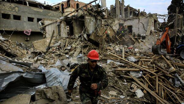 Разрушенный дом в азербайджанском городе Гянджа - Sputnik 日本