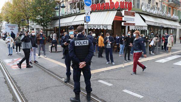 Ситуация возле собора Нотр-Дам в Ницце, где произошло нападение на людей и есть жертвы, Франция - Sputnik 日本