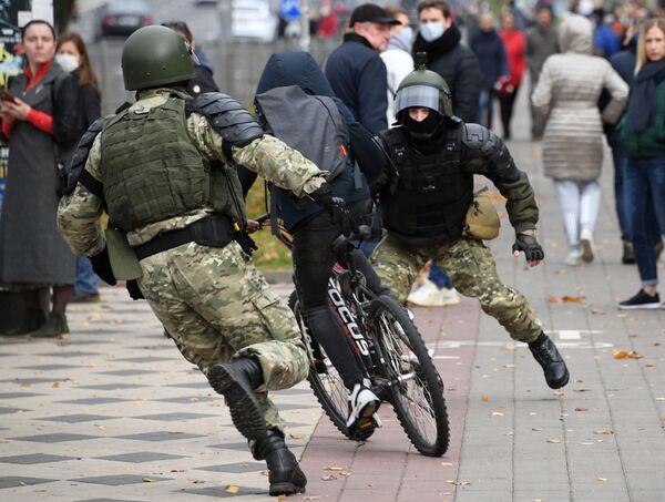 ベラルーシ首都ミンスクで行われた無許可の抗議デモ - Sputnik 日本