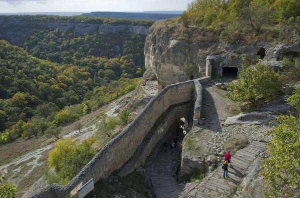 クリミア半島の都市バフチサライにある中世の洞窟都市、チュフトケール要塞 - Sputnik 日本