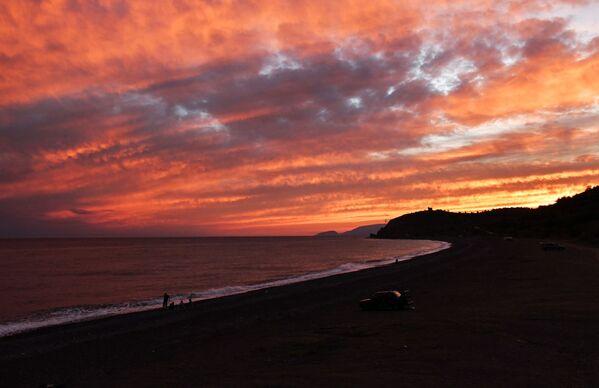 クリミア半島南東部、モルスコエ村から見える黒海沿岸の夕日 - Sputnik 日本
