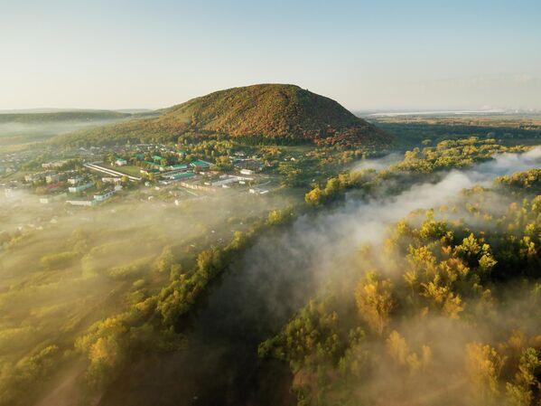 沿ヴォルガ連邦管区・バシコルトスタン共和国に聳えるクシュタウ山 - Sputnik 日本