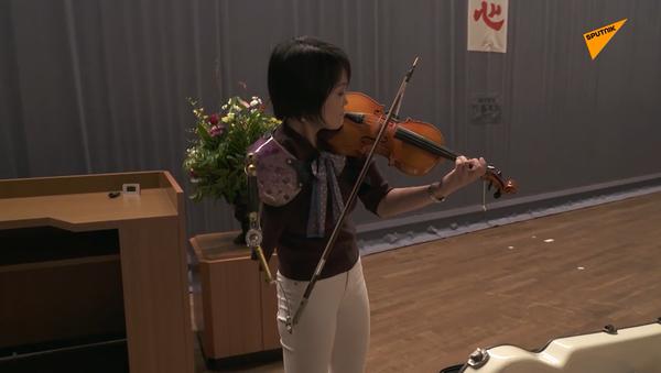義手バイオリニストの伊藤真波さん - Sputnik 日本