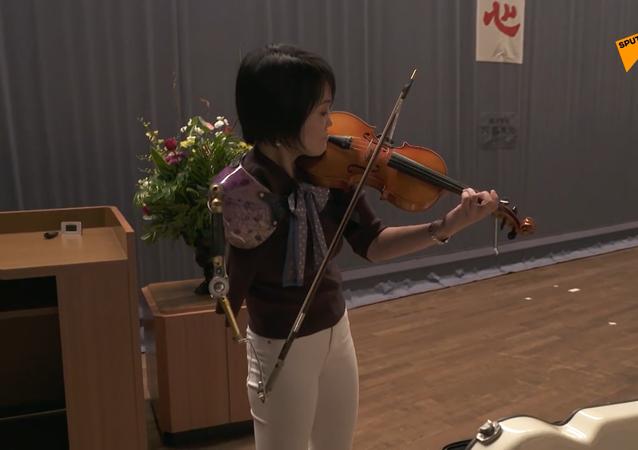 義手バイオリニストの伊藤真波さん