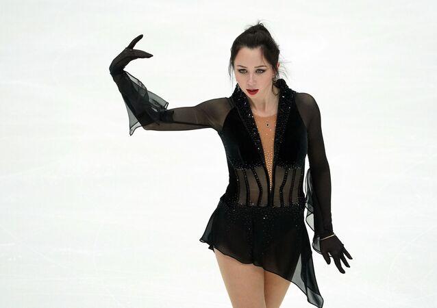 フィギュアスケートのトゥクタミシェワ選手 世界選手権のキャプテン選出でジャック・スパロウに扮する