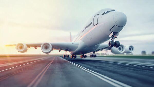 Пассажирский самолет во время отрыва шасси от взлетно-посадочной полосы - Sputnik 日本