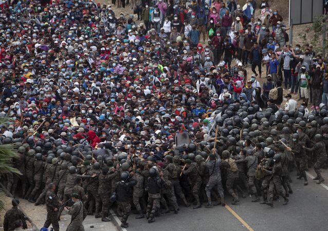 ホンジュラス発の移民キャラバン