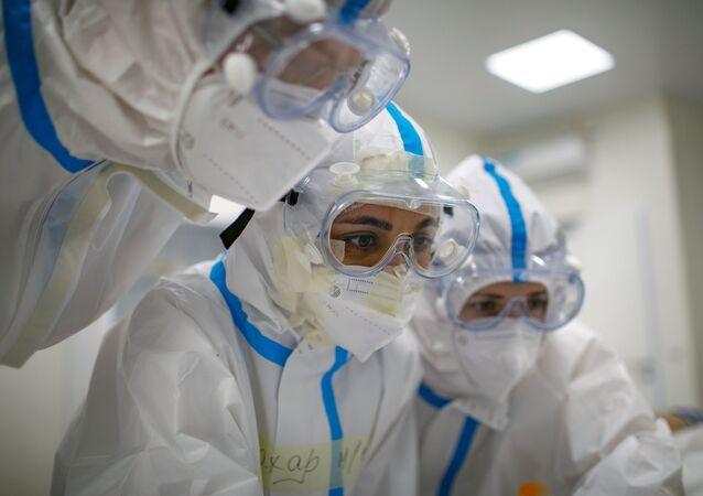 コロナ罹患318日間の患者 ロシア人研究者らが免疫応答を回避する変異株を発見