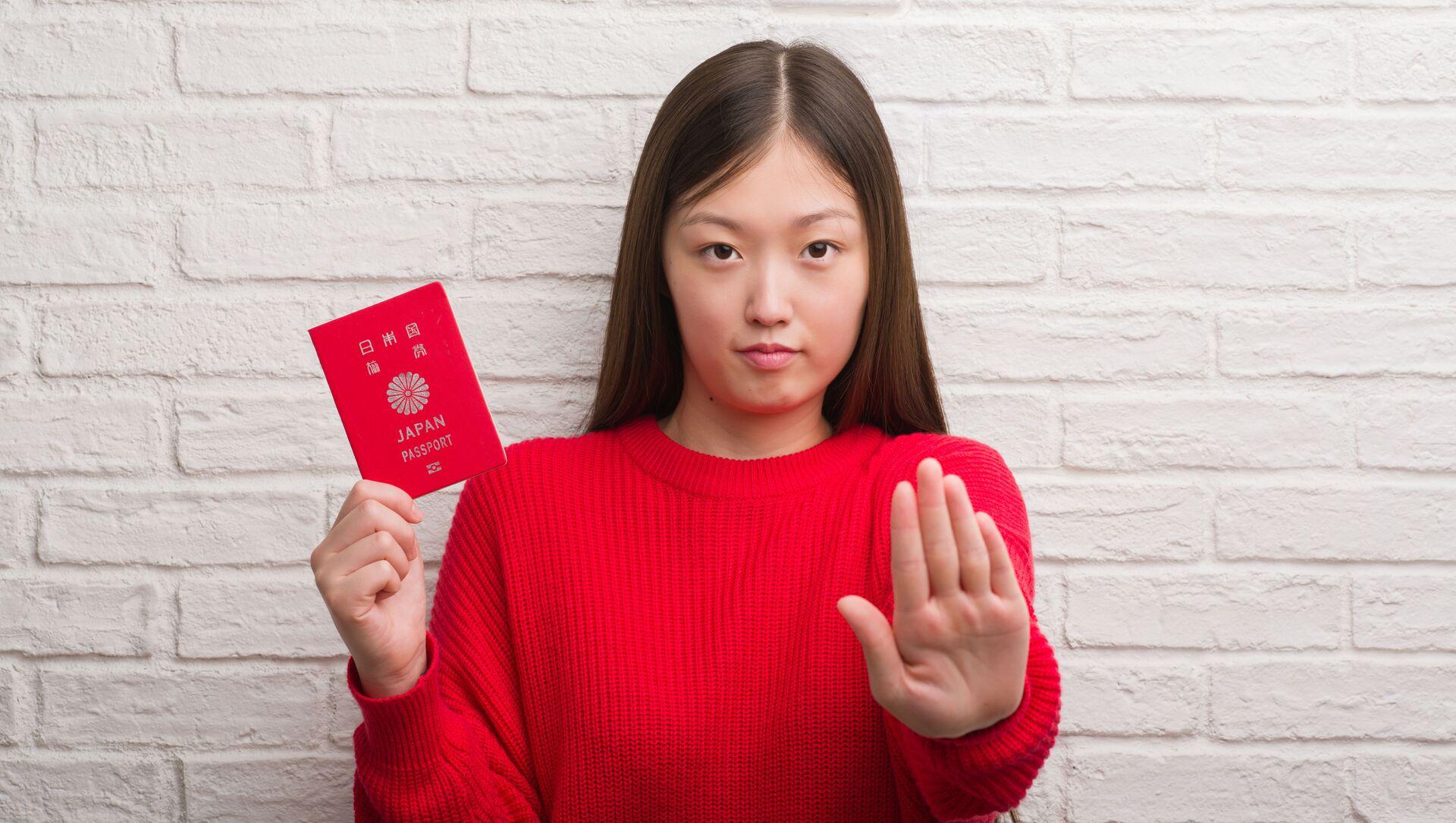 日本のパスポートを持っている女性(アーカイブ写真) - Sputnik 日本, 1920, 03.02.2021