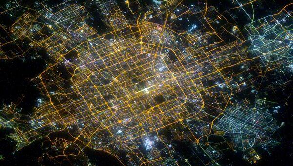 Ночной Пекин, снятый российским космонавтом Сергеем Кудь-Сверчковым с МКС - Sputnik 日本