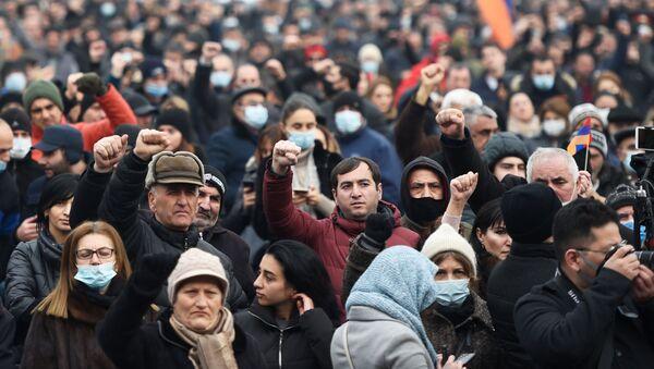 アルメニア議会周辺の抗議行動 - Sputnik 日本