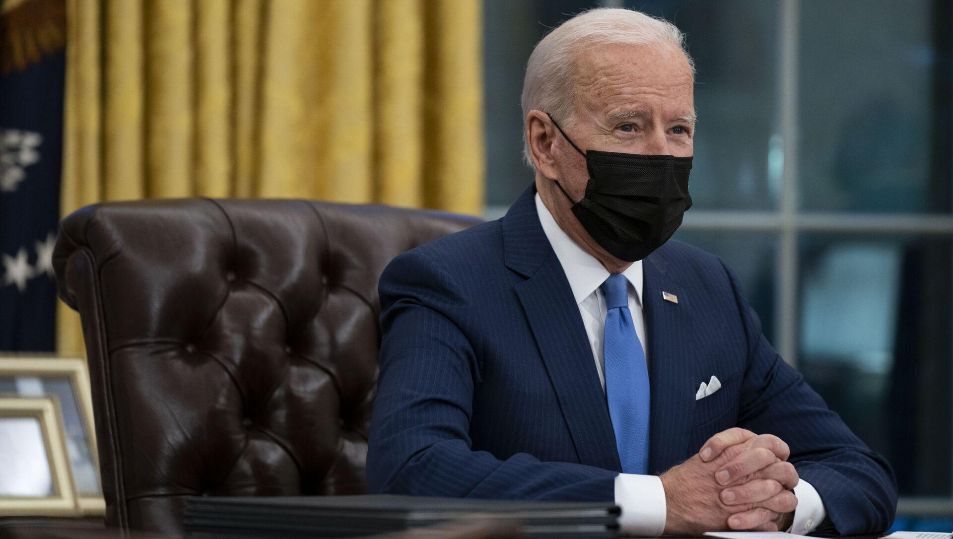 Президент США Джо Байден в Овальном кабинете в Белом доме - Sputnik 日本, 1920, 02.05.2021