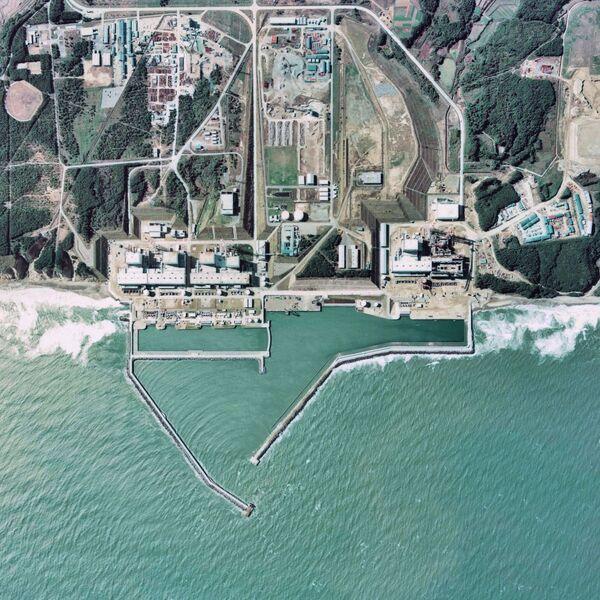 福島第一原子力発電所。左から4号機、3号機、2号機、1号機。右に5号機と6号機の建設現場が見える(1975年撮影) - Sputnik 日本
