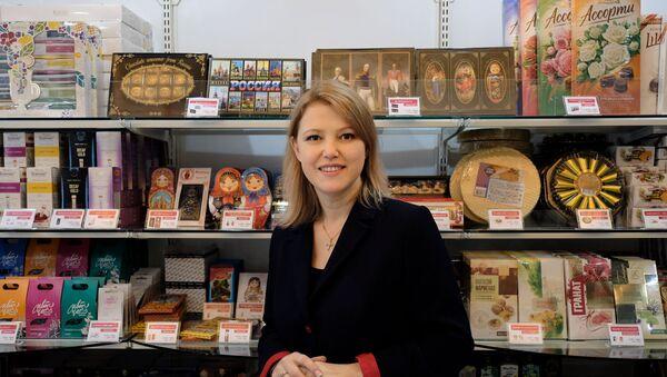 ロシア食品専門店「赤の広場」、店長のミヤベ・ヴィクトリアさん - Sputnik 日本