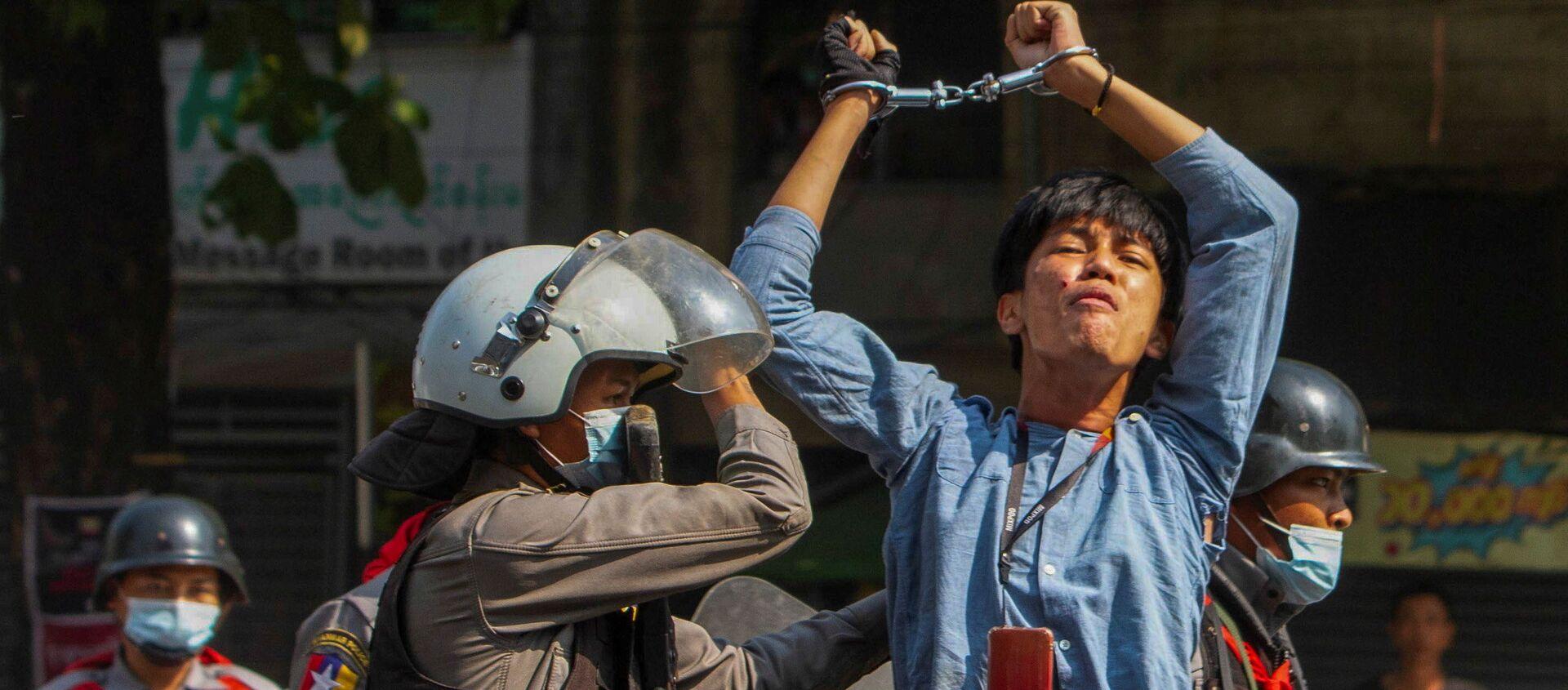 ミャンマーの抗議活動で逮捕される市民 - Sputnik 日本, 1920, 08.03.2021