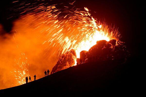 アイスランド・首都レイキャヴィク近郊のファグラダルスフィヤル火山の噴火 - Sputnik 日本