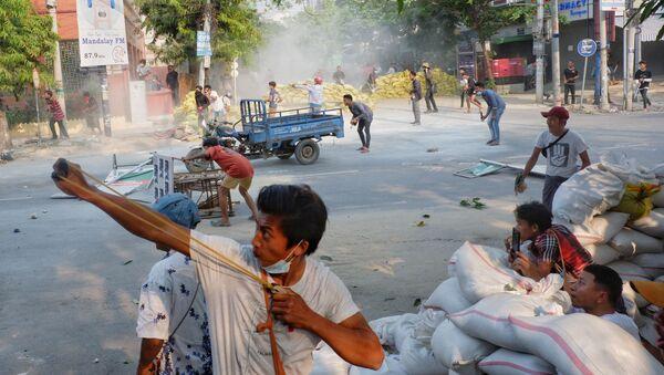 Протестующие в Мандалае, Мьянма - Sputnik 日本