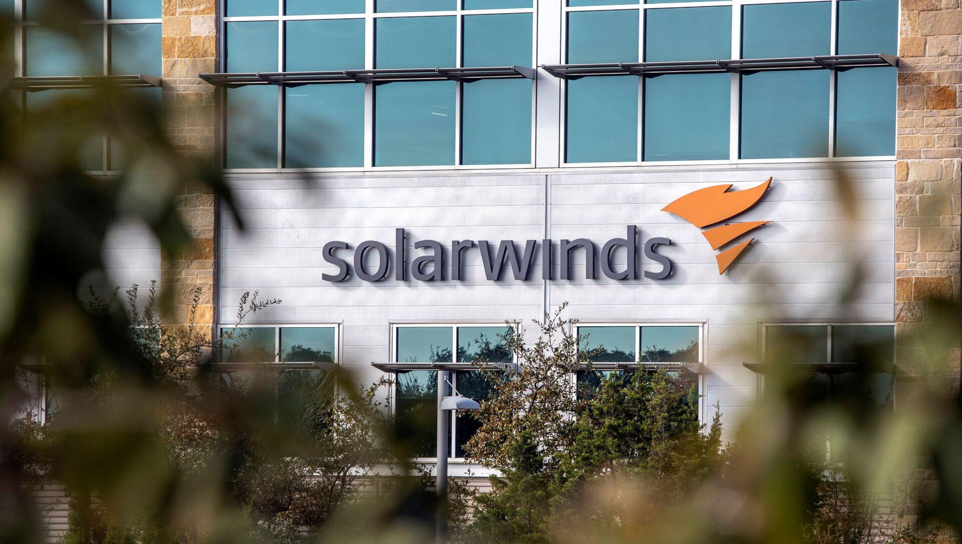 FILE PHOTO: The SolarWinds logo is seen outside its headquarters in Austin, Texas, U.S., December 18, 2020.  - Sputnik 日本, 1920, 29.03.2021