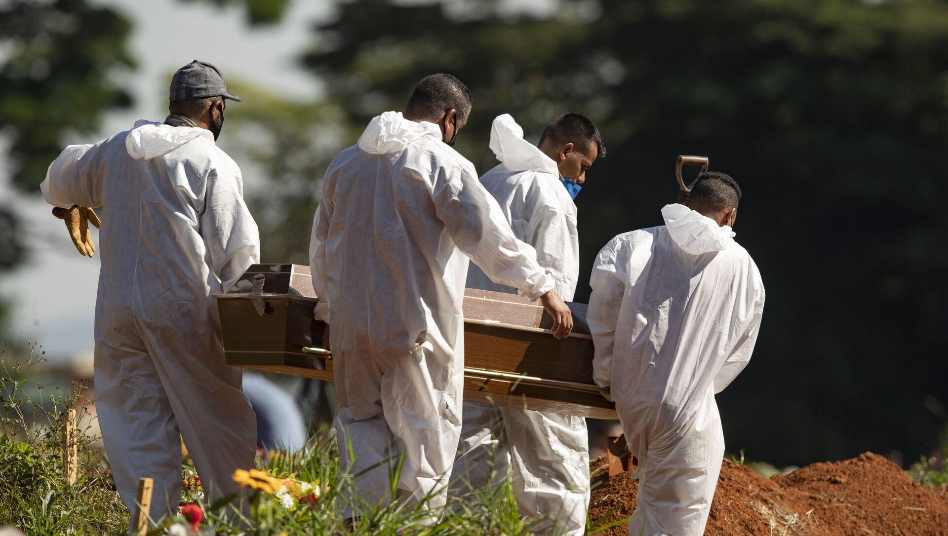 Похороны болевшего коронавирусом пациента в Бразилии - Sputnik 日本, 1920, 01.04.2021