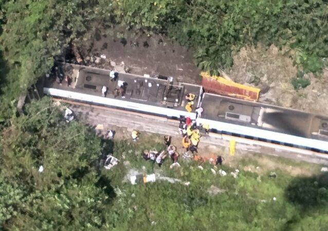台湾列車脱線事故