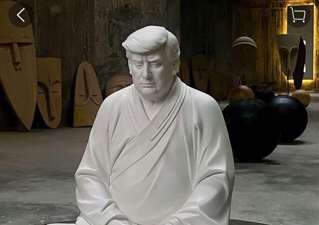 トランプ像