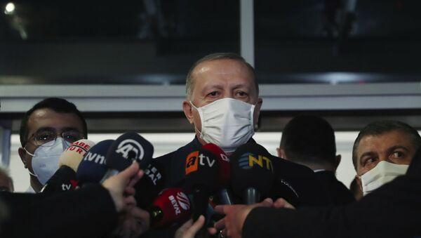 Президент Турции Реджеп Тайип Эрдоган во время общения со СМИ - Sputnik 日本