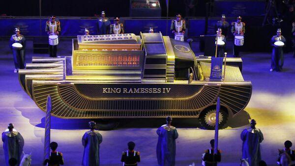 「ファラオの黄金パレード」で、国立エジプト文明博物館へ移送されるラムセス4世のミイラが入ったサルコファガス(石棺) - Sputnik 日本