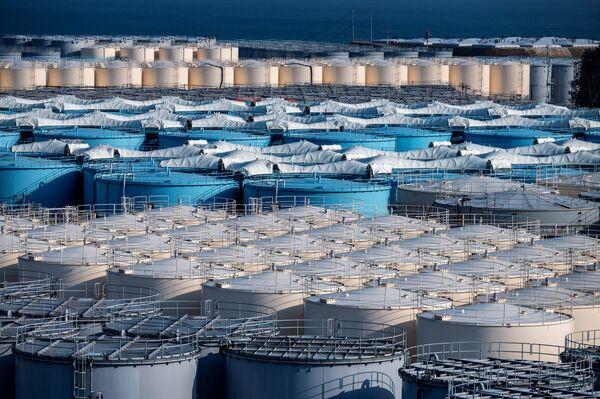 福島第一原発の処理済の汚染水貯蔵タンク - Sputnik 日本