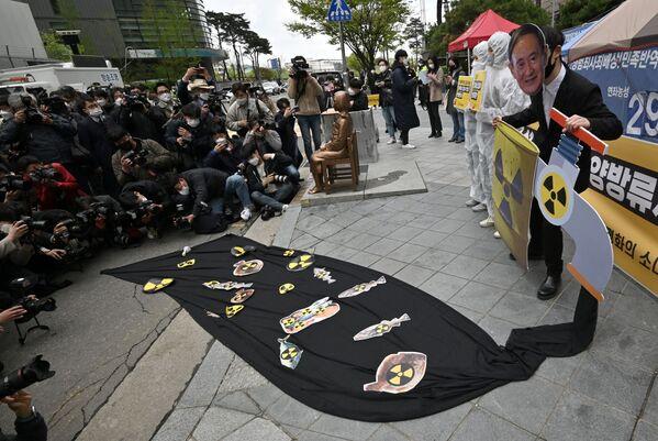 韓国・ソウルの日本大使館前で、日本政府の福島第一原発処理水の海洋放出の決定に抗議する環境団体 - Sputnik 日本