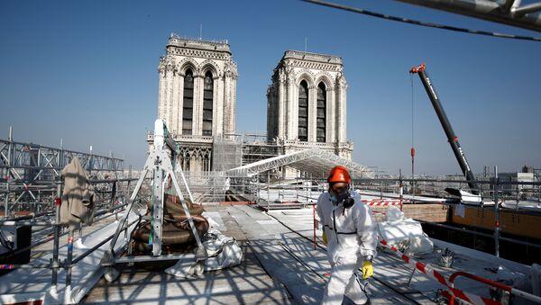 ノートルダム大聖堂の屋根の再建工事現場 - Sputnik 日本
