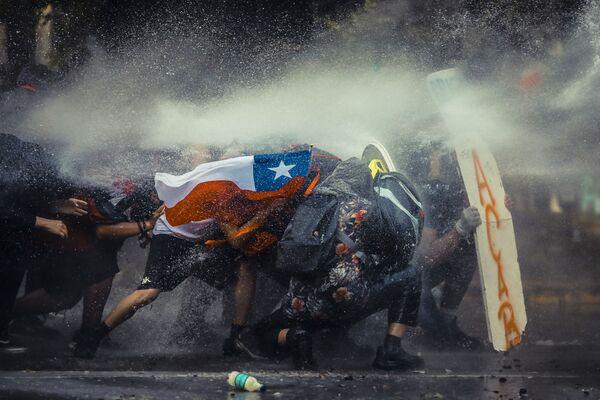 第5位受賞作品『Chile Resists(チリの抵抗)』 Javier Vergara氏(チリ) - Sputnik 日本
