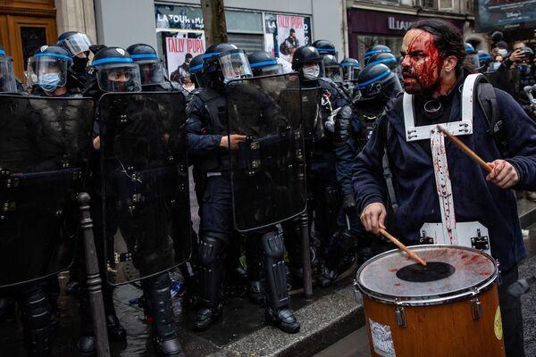 高評価獲得作品『Demonstration in Paris against the 'global security' draft law(パリでの「グローバルセキュリティ法案」に対する抗議デモ)』 Aurélien Morissard氏(フランス) - Sputnik 日本