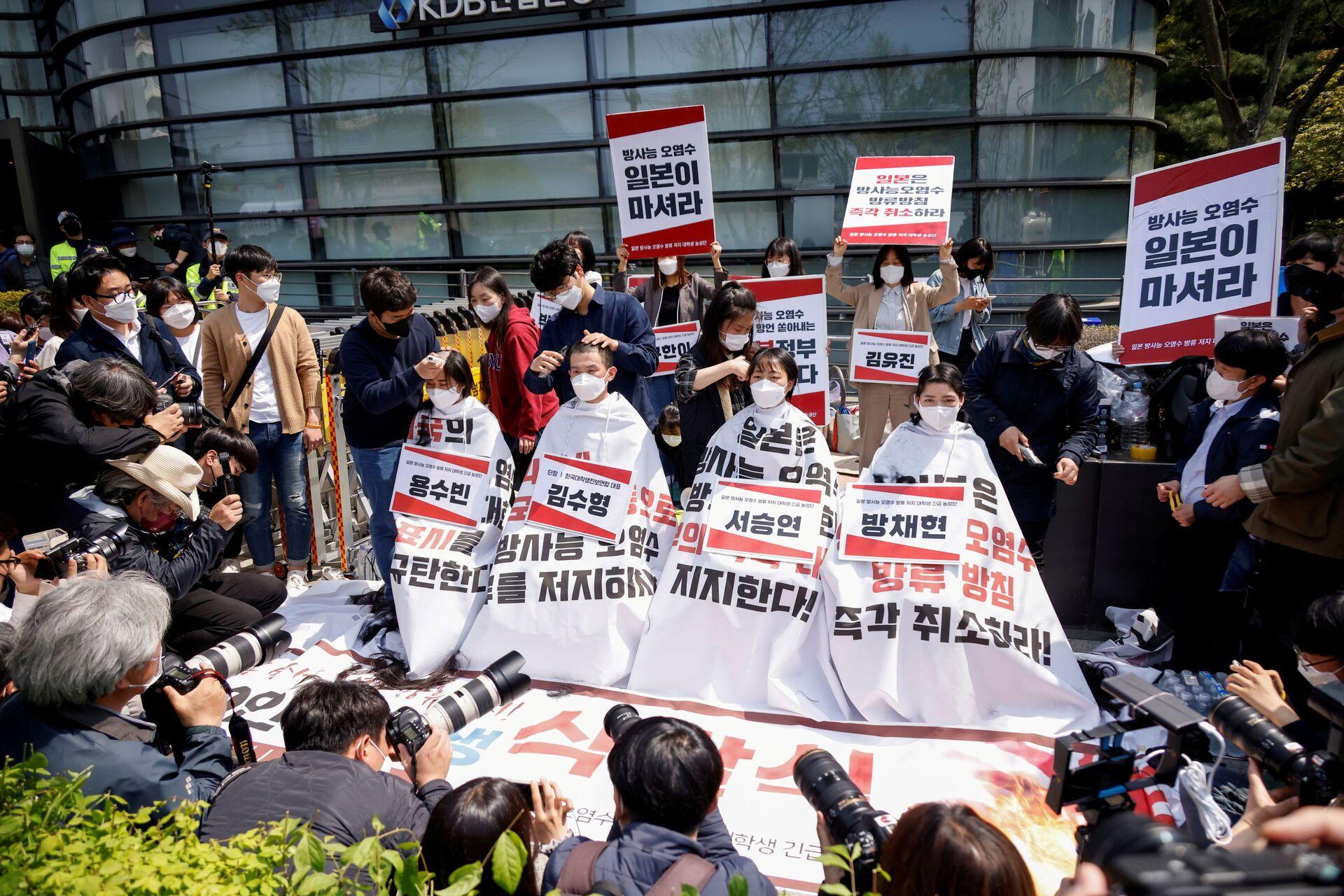 韓国の大学生30人以上が丸刈りに 日本の原発処理水海洋放出に抗議【写真】 - Sputnik 日本, 1920, 20.04.2021