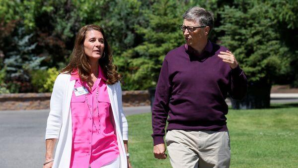 Билл Гейтс с супругой Мелиндой на конференции Allen & Co в Сан-Валли, США, 2014 год - Sputnik 日本