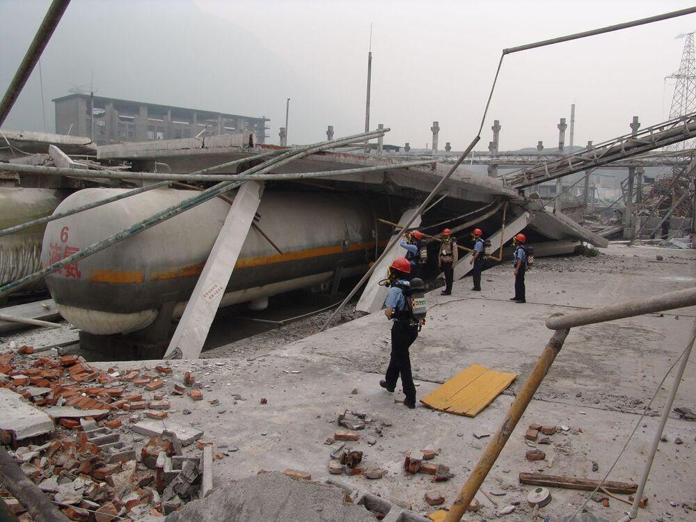 地震の影響で崩壊した四川省の建物