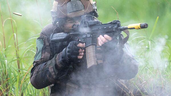 宮崎県えびの市の霧島演習場で日米仏共同訓練を行うフランス陸軍の兵士 - Sputnik 日本