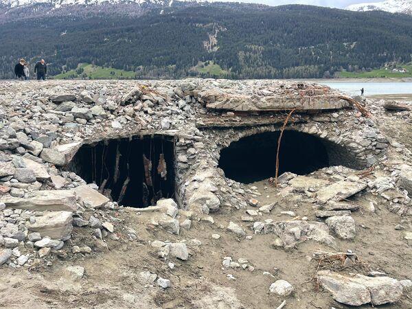 補修工事により水が抜かれたレジア湖から現れたクロン村の跡地 - Sputnik 日本