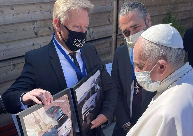 教皇フランシスコ用EV車の画像