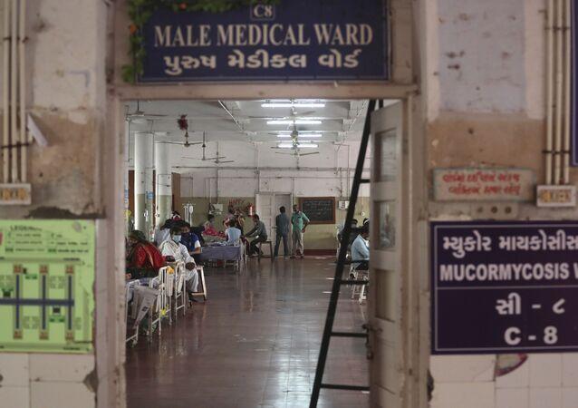 インドの「黒いカビ」感染者 3週間で2.5倍に
