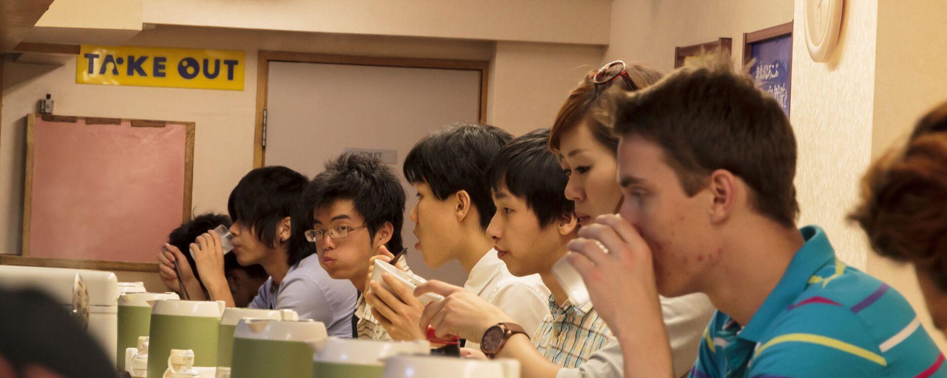 外国人と食事 - Sputnik 日本, 1920, 25.05.2021