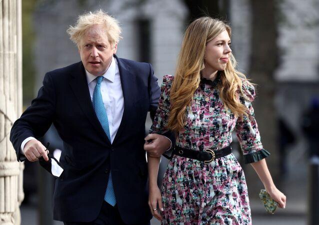英国首相 自身の結婚式の写真を公開
